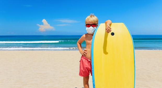 bambini in spiaggia al tempo del Covid